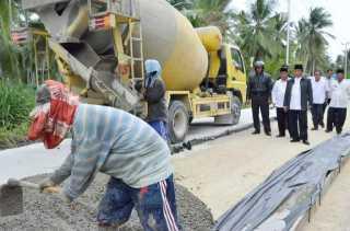 Bupati Inhil Tinjau Langsung Proyek Pengerjaan Jalan Teluk Pinang - Sungai Luar