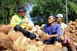 Bupati Inhil Bersama Gubri Susun Terobosan Ekspor Kelapa Menggunakan Kontainer Menuju Thailand
