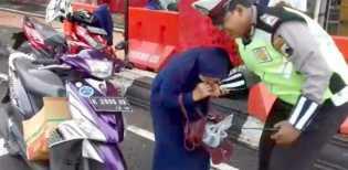 Ini Hasil Tes Kejiwaan Emak yang Gigit Tangan Polisi