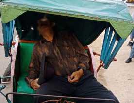Seorang Lansia di Inihl Ditemukan Meninggal Diatas Becak, Warga Heboh