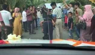 Demi Cinta, Pria Aceh Tarik Mobil Kekasihnya Pakai Rambut
