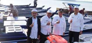Belasan Kelompok Nelayan Inhil Terima Bantuan Kapal Pompong