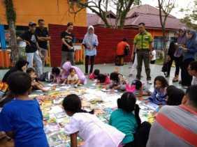 Tumbuhkan Minat pada Anak, TBM Hampara Library Buka Lapak Baca Buku Gratis setiap Akhir Pekan