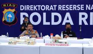 Polda Riau Ungkap Tiga Jaringan Narkoba Dengan BB 24,4 KG Sabu, 6 Pelaku Dibekuk