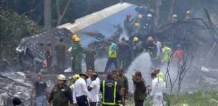 Pesawat Jatuh di Dekat Bandara, 100 Penumpang Meninggal