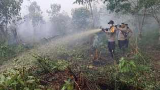 Dua Hari Kapolres Inhil Pimpin Pemadaman Karlahut di Kecamatan Kempas
