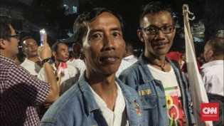 Jokowi 'KW' Laris Diajak Berfoto di KPU
