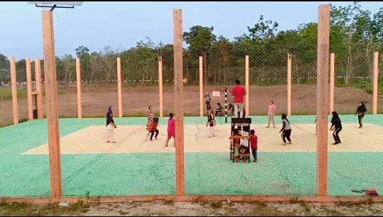 Mahasiswa Kukerta UNRI 2019 Latih Pemuda Desa Teratak Air Hitam Kembangkan Bakat Olahraga