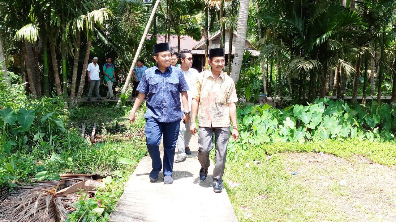 Berkunjung ke Desa Tanjung Simpang, Ketua DPRD Inhil Hadiri Perpisahan Sekolah dan Tinjau Pembangunan