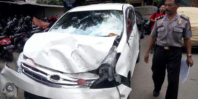 Ugal-ugalan di Jalan Raya, Tiga Remaja Pemotor Tewas Ditabrak Mobil