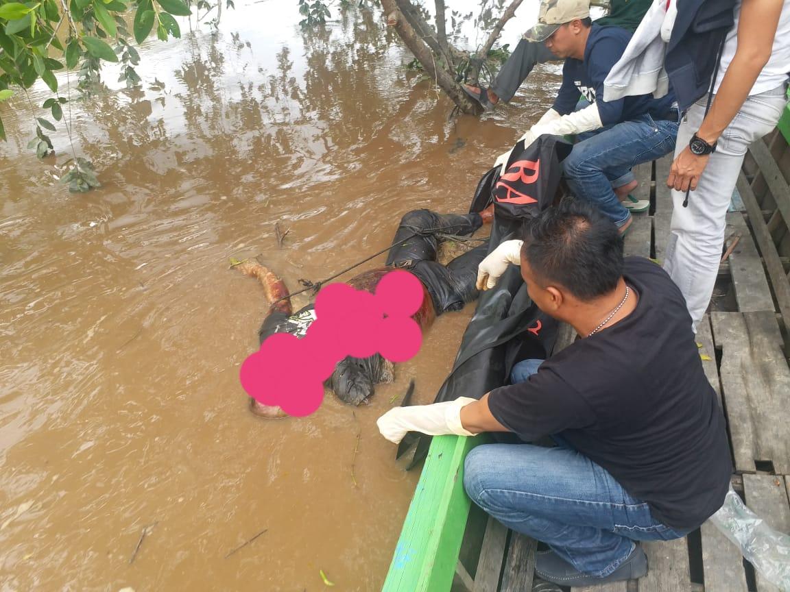 Amri Ditemukan Tewas Mengapung di di Sungai Batang Tuaka