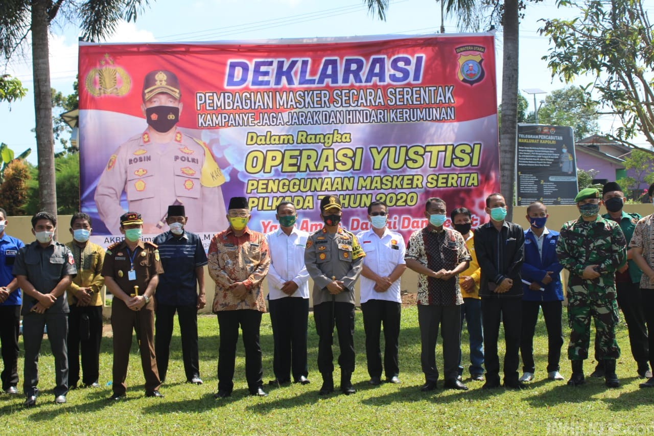 Kapolres Sergai Pimpin Apel Deklarasi Pembagian Masker Serentak Kampanye Jaga Jarak & Hindari Kerumunan