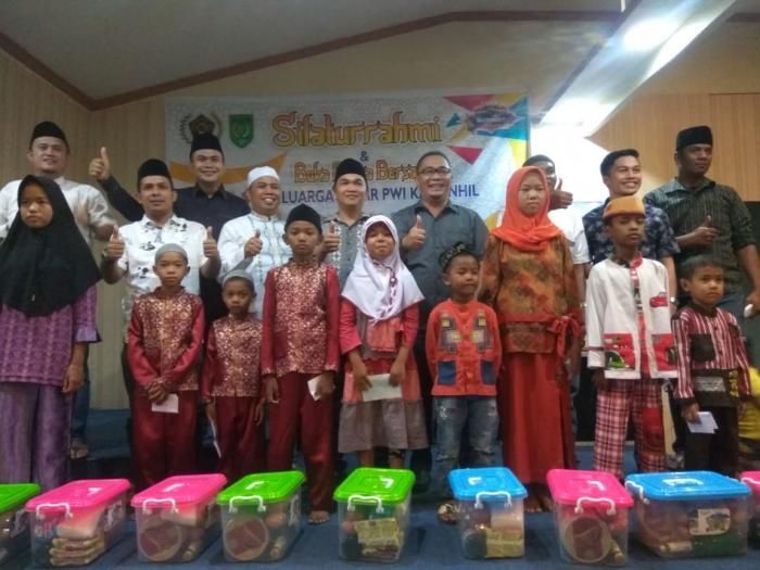 Selain Buka Puasa Bersama, PWI Inhil Juga Santuni Anak Yatim Piatu