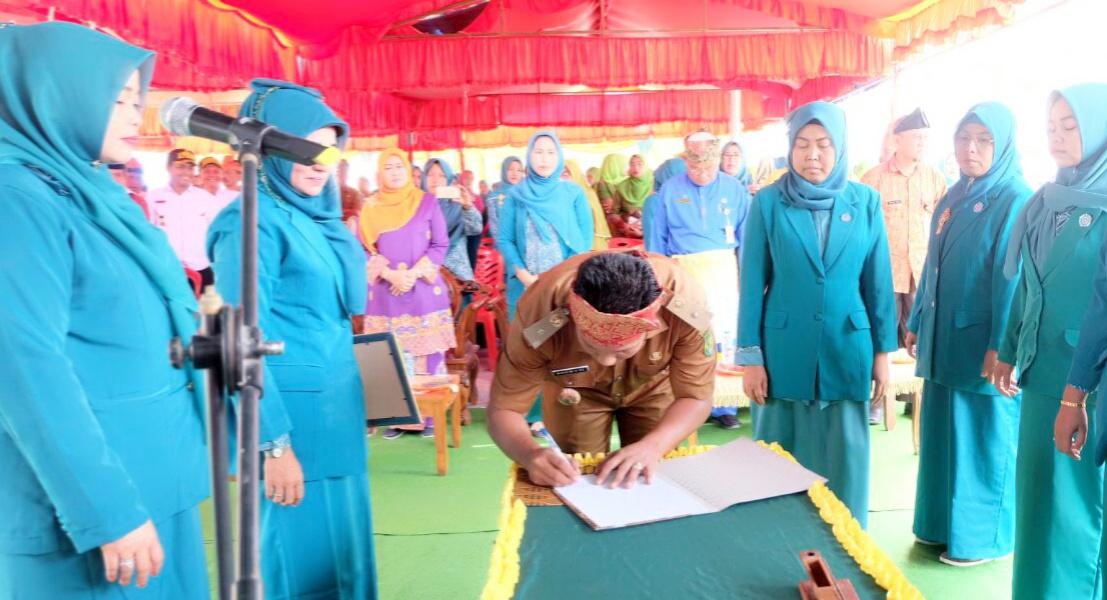 Ketua DPC TP PKK Inhil Saksikan Pelantikan 6 Ketua TP PKK Desa Kecamatan Keritang