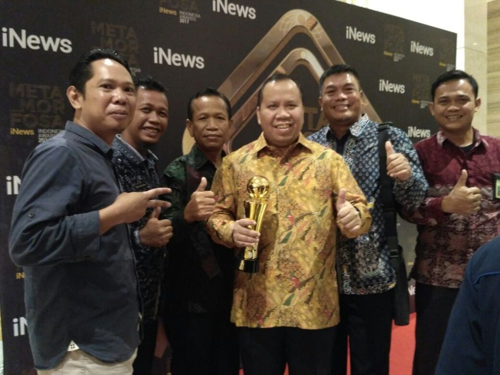 Sukses Kembangkan Sagu, Bupati Kepulauan Meranti Dianugerahi Penghargaan AWARDS 2017