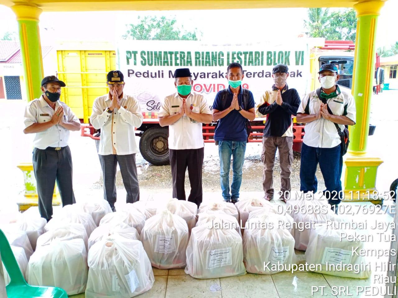 PT SRL Bagikan 400 Paket Sembako di Inhil