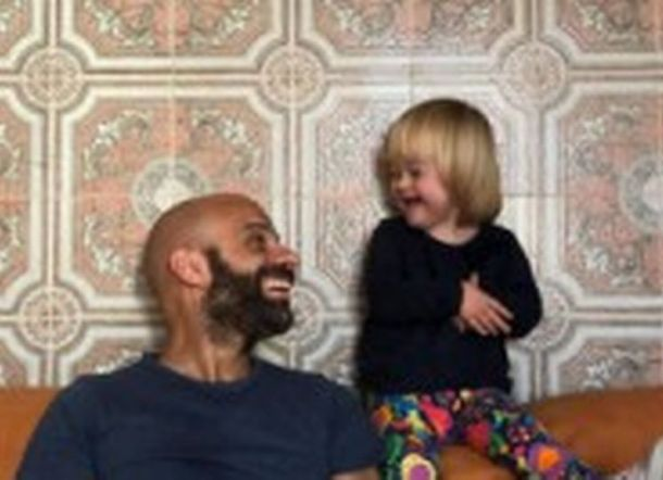 Pria Lajang ini Adopsi Bayi Down Sindrom yang Ditolak oleh 20 Keluarga