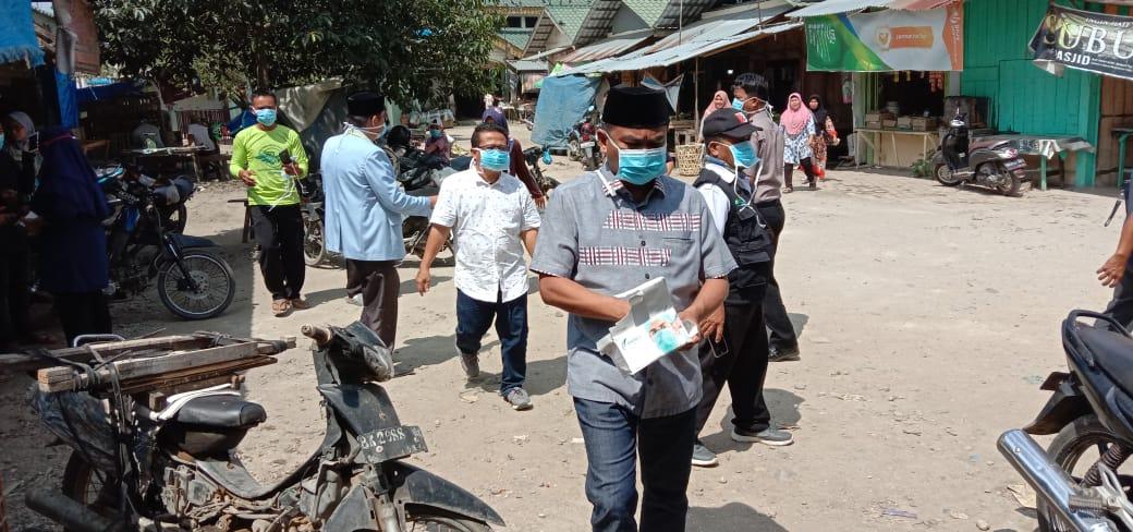Ketua DPC PDIP Darma Wijaya dan Ketua BKPRMI Sergai Lakukan Penyemprotan Disinfektan
