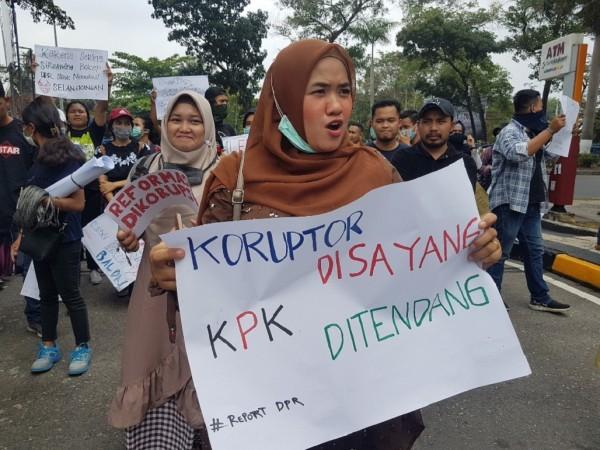 Tiga Gubernur Riau Korupsi, yang Menangkap KPK!