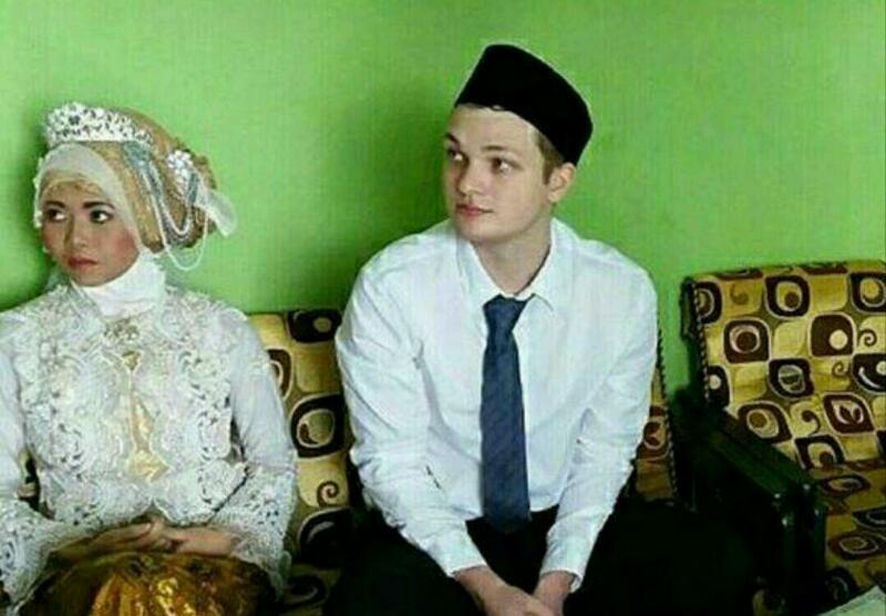 DEMI CINTA... Bule Australia Jadi Muallaf dan Menikah dengan Baby Sitter Cantik