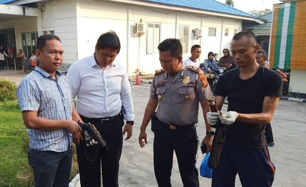 Tumbang Dihajar Korban, di Lokasi Polisi Amankan Senpi Rakitan dan Amunisi