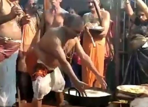 Ritual Ujian Iman di India: Celupkan Tangan ke Minyak Mendidih