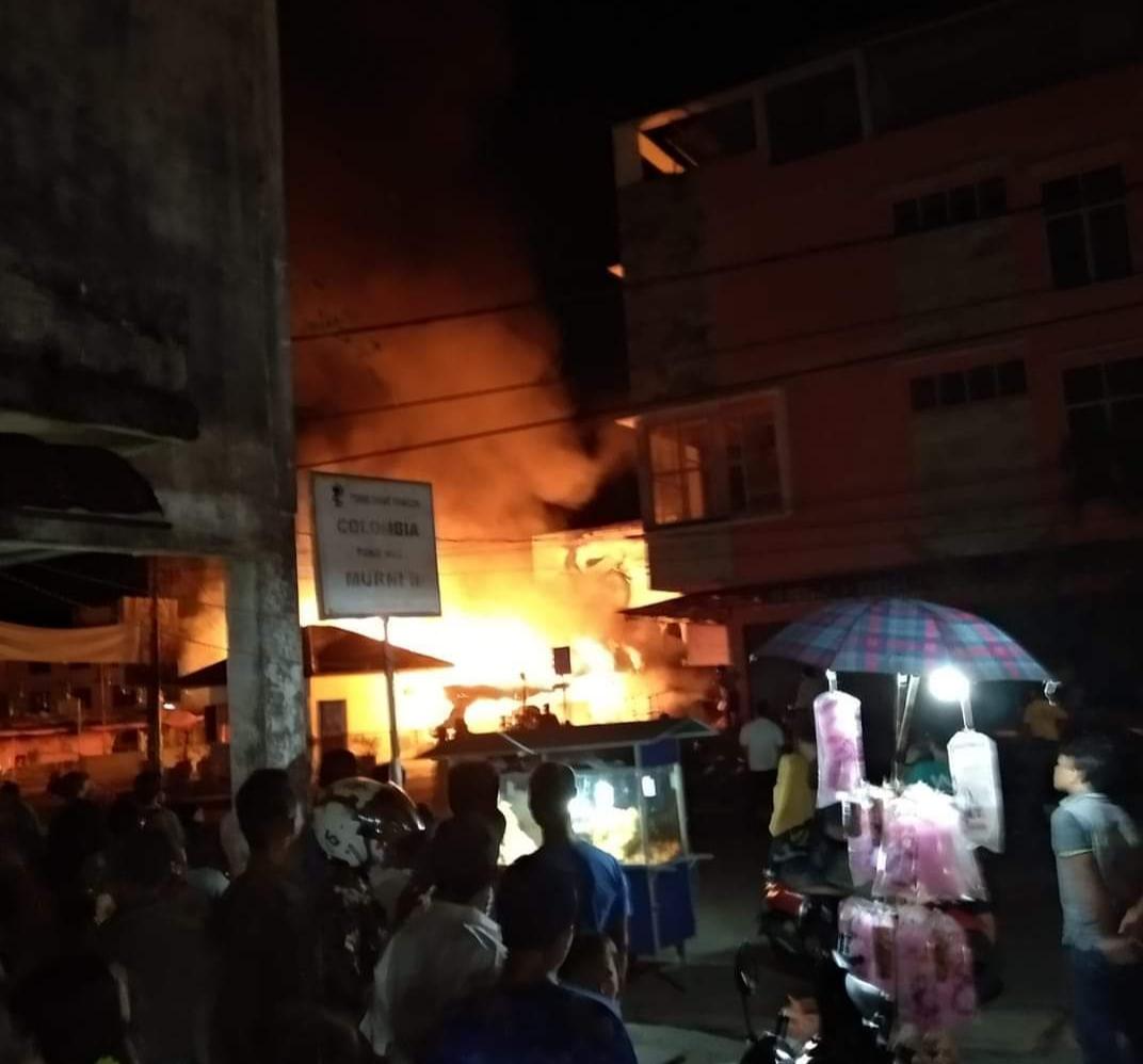 BREAKING NEWS: Kebakaran di Jalan Sudirman Tembilahan