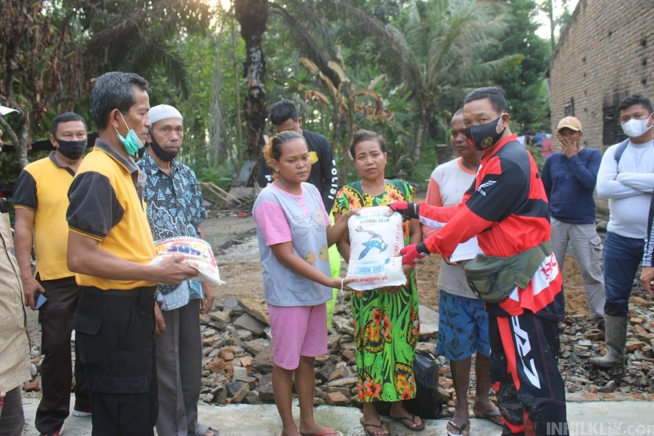 Tinjau Korban Kebakaran, Kapolres AKBP Robin Bersama PJU Berikan Bantuan