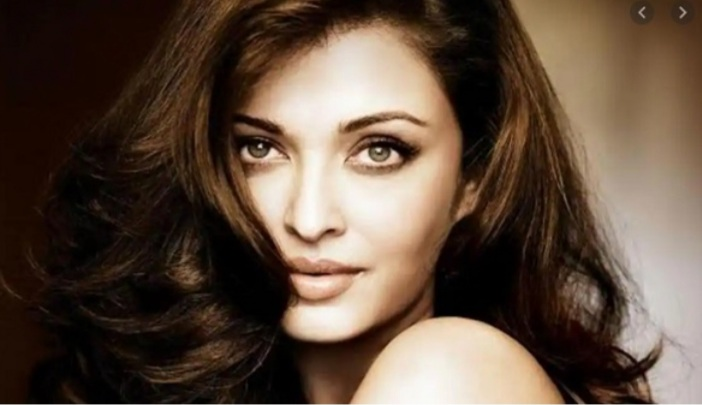 Setelah Amitabh Bachchan, Artis Cantik Ini Juga Dinyatakan Positif Covid-19