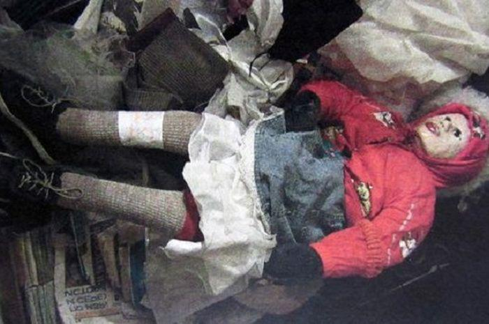 MENGERIKAN... Ini Pengakuan Seorang Psikopat yang Menggali Makam Anak Kecil dan Menjadikan Boneka