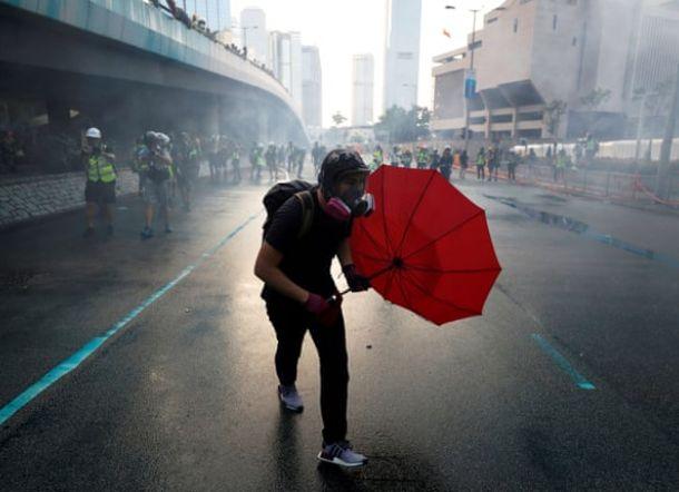Trump Setujui UU yang Mendukung Pemrotes Hong Kong, China Marah