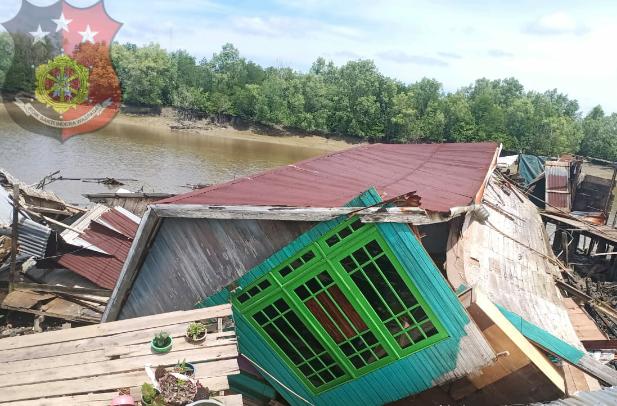 Lonsor di Tanah Merah, 21 Jiwa Kehilangan Tempat Tinggal