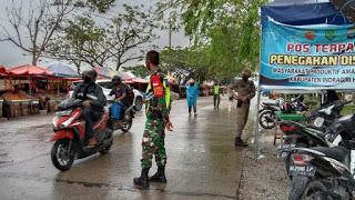 Meskipun Hujan dan Banjir, Tim Satgas Tetap Semangat Gaklin Prokes Covid-19
