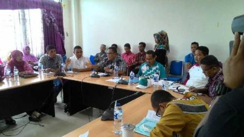 Empat Bulan ak Terima Gaji, Para Guru Bantu Provinsi di Inhil Datangi Gedung DPRD