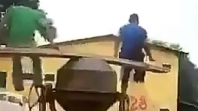 Kurang Kerjaan, Tiga Pria Ini Lakukan Hal Konyol dengan Mesin Semen