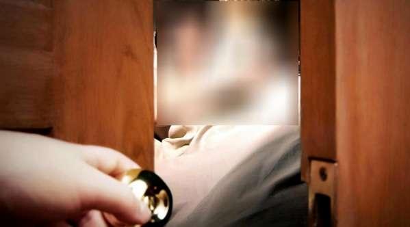 Sampai Hati, Anak Nonton Ibunya Layani Hidung Belang di Kamar Hotel