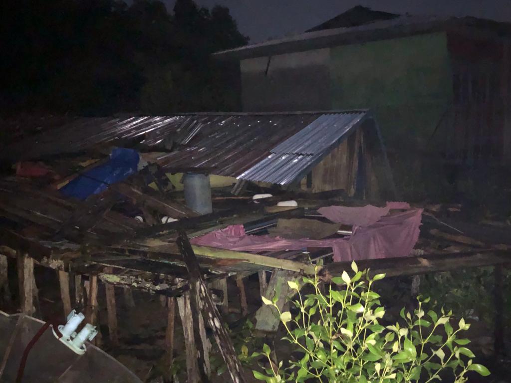 Sedang Tidur, Asep Terkejut Rumahnya Ambruk Diterpa Angin Kencang
