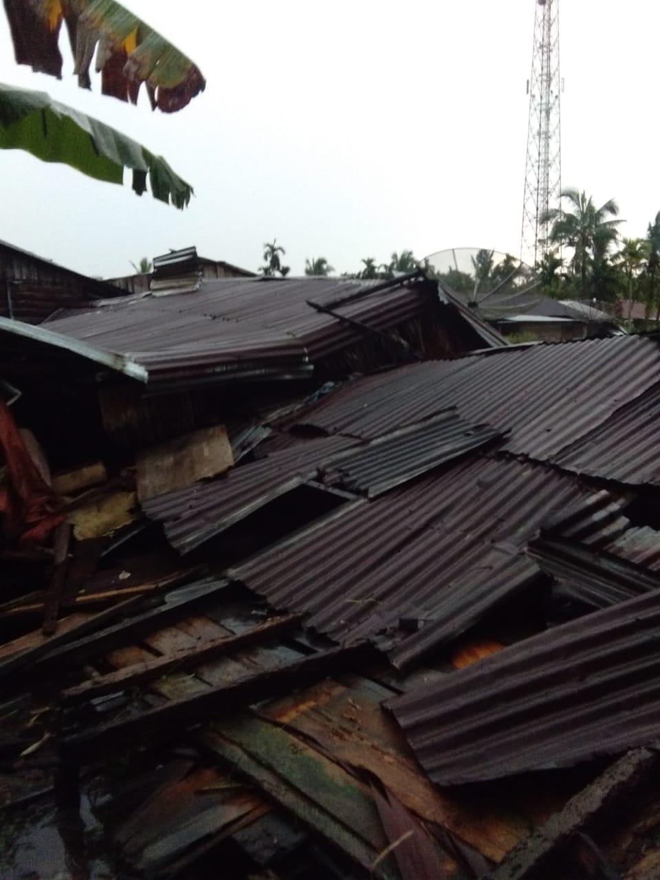 20 Rumah Warga Desa Sanglar Rusak Dihantam Angin Puting Beliung,  Seorang Balita Meninggal Dunia