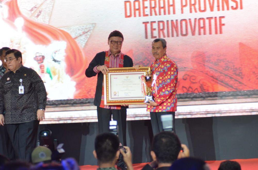 Riau Terima Penghargaan Innovative Government Award 2019