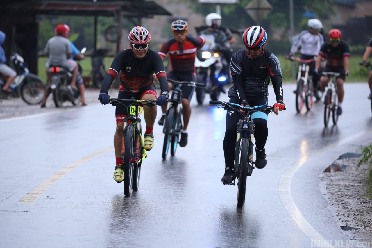 Kapolda Sumut Bersepeda Pagi Hari di Toba