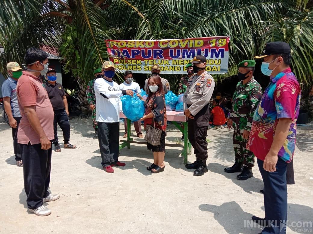 Peduli Dampak COVID-19, Polsek Teluk Mengkudu Gelar Dapur Umum