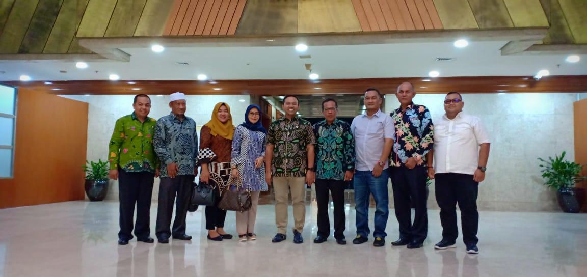 Terima Rombongan DPRD Inhil, Abdul Wahid Dorong Perda Pesantren