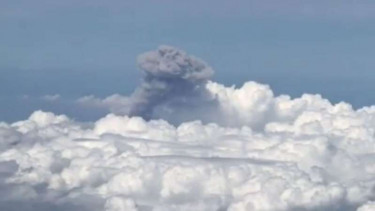 Video: Detik-detik Dahsyatnya Letusan Merapi dari Langit