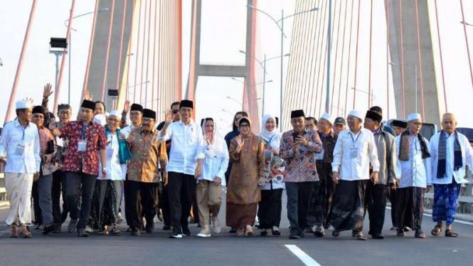 Jokowi Tegaskan Penggratisan Jembatan Suramadu Tak Terkait Pilpres