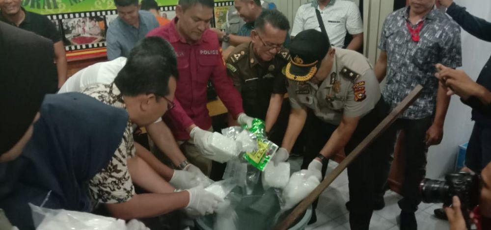 Polda Riau Musnahkan 9.573,36 Gram Sabu
