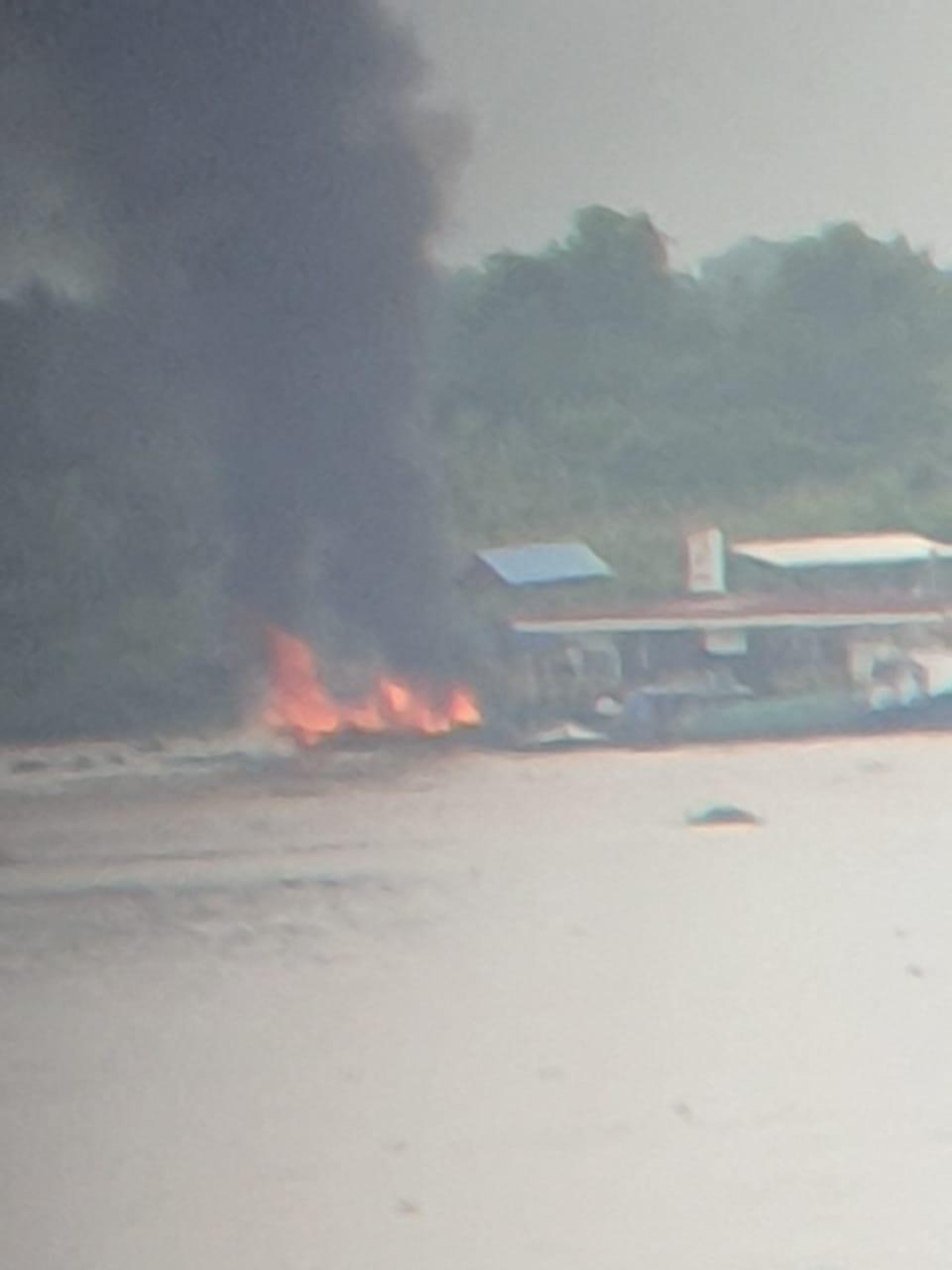 Pompong Lagi Ngisi BBM Terbakar di Seberang Tembilahan, Kerugian Capai 70 Juta