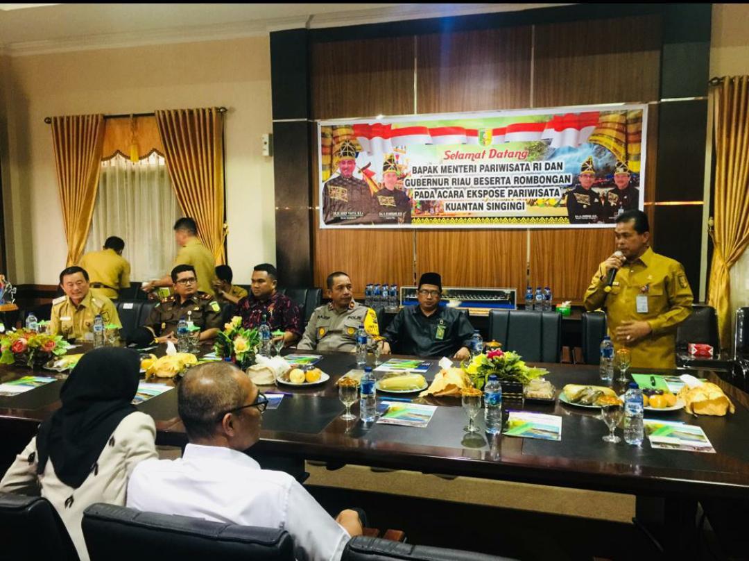 Menteri Pariwisata RI dan Gubernur Riau Hadiri Expose Pacu Jalur Tradisional Kuantan Singingi
