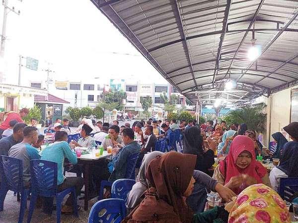 Masjid Al Huda Pekanbaru Sediakan 150 Porsi Takjil Gratis Setiap Hari