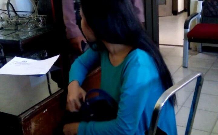 Waduh!!! Janda Muda Digerebek saat Lagi Mesum dengan Suami Tantenya di Kamar Kos