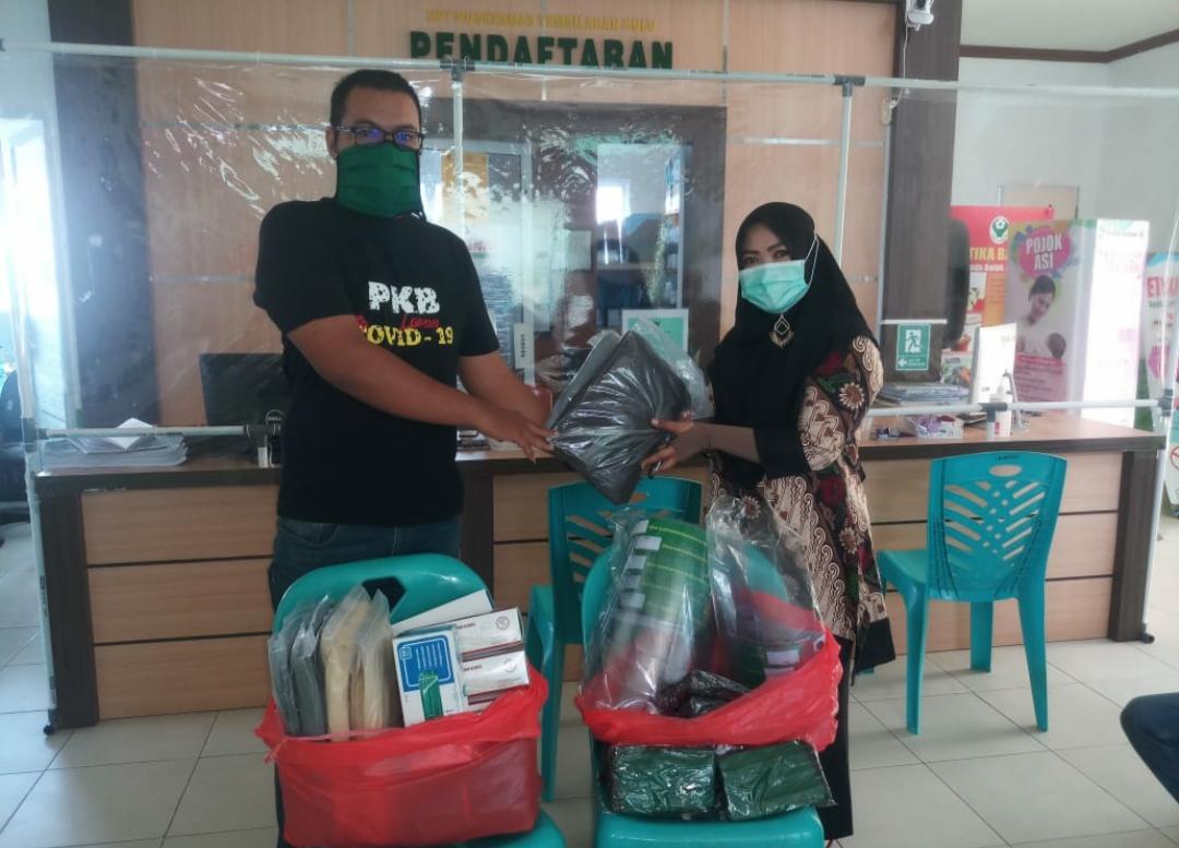 Ketua Fraksi PKB DPRD Inhil Iwan Taruna Bantu APD Lengkap untuk Puskesmas Tembilahan Hulu